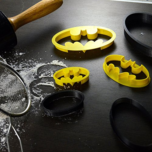 Batman Superhero Cookie Cutter & Fondant Cutter Classic Black & Yellow Logo Set For Kids and Parents – Perfect for Cookies, Cake Decoration, Cupcake Toppers (1, Small 2 x 1.5)