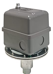 Square D 9016 Commercial Electromechanical Vacuum Switch, NEMA 1, DPDT, 5-25 in. of Hg Cut-Out Range, 3-8 in. of Hg Settings, Mounting Bracket