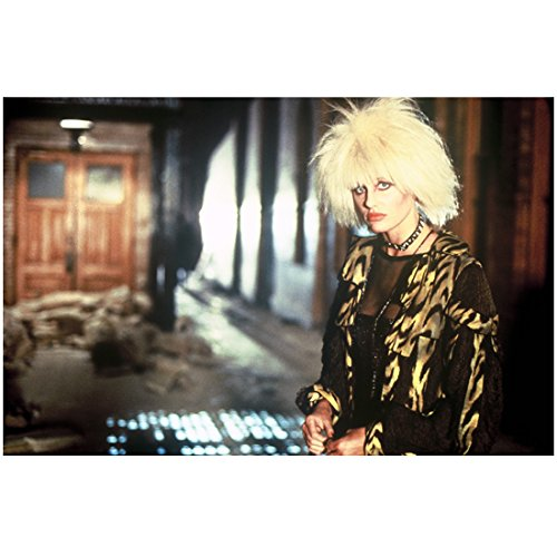 Jacket Hannah (Blade Runner Daryl Hannah as Pris in patterned jacket 8 x 10 Inch Photo)
