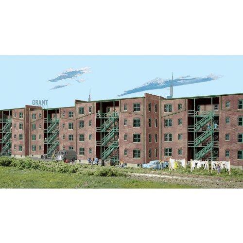 - PARKVIEW TERRACE BACKGROUND BUILDING -- KIT (TUSCAN W/DARK GREEN TRIM) 4-5/8 X 3-1/2 X 1-5/8