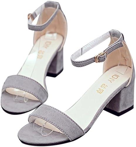 Des sandales très mignonnes, elles correspondent