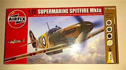 Airfix A68206M Supermarine Spitfire Mk Ia 1:72 Military Aircraft Small Starter Plastic Model Gift (Aircraft Gift Set)