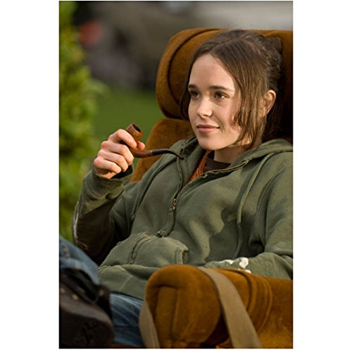 juno-ellen-page-as-juno-macguff-seated-smiling-holding-pipe-8-x-10-inch-photo