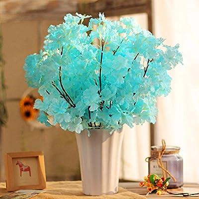 En el dormitorio, salón con flores de plástico emulación arnés ...