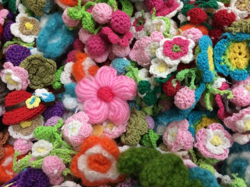 30pc Assorted Crocheted Flower Applique Embellishments [Office Product]