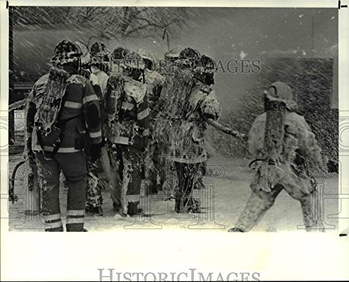 Vintage Photos Historic Images 1987 Press Photo The fire Fighting trainees at The Cleveland Fire Academy - 8 x 10 in