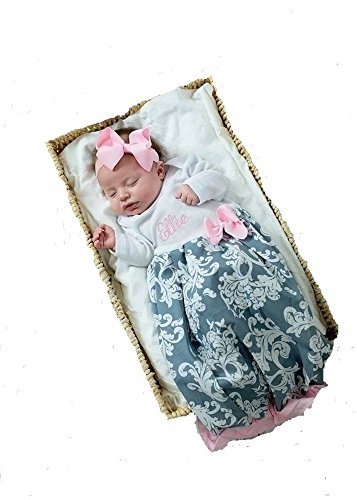 (Theposhlayette Infant Newborn Baby Girl Coming Home Outfit Personalized Layette Gown & Ruffle Baby Girl Clothes (Pink/Gray) (NB) )