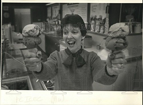1985 Press Photo Jean Grove, owner of Baskin Robins store in Valley - The Plaza Valley In Stores