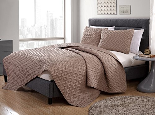 Full/Queen Size Quilt in Off White Luxurious Geometric Pattern Embossed 3 Pc Set w/ 2 Shams
