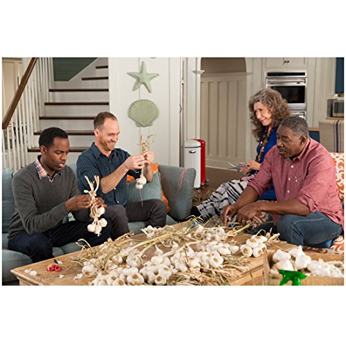 grace-and-frankie-lily-tomlin-hanging-with-the-guys-ethan-embry-baron-vaughn-and-ernie-hudson-8-x-10