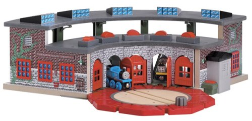 Amazon.com: Thomas and Friends Wooden Railway - Deluxe Roundhouse ...
