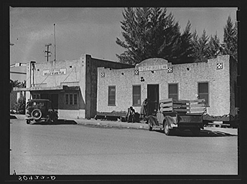 (Post office and City Hall. Belle Glade, Florida)