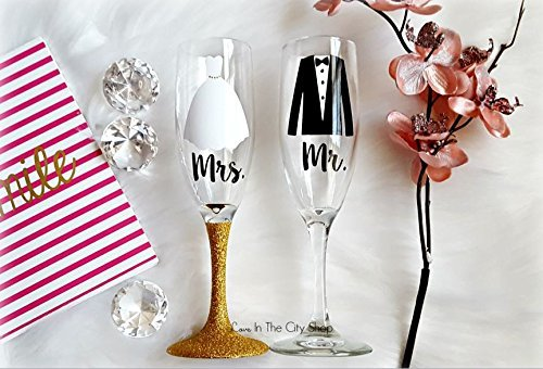 Amazon Com Wedding Champagne Flutes Mr And Mrs Bride And Grrom