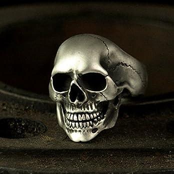 Klassischer Totenkopfring OMEGA – massiver, detaillierter und sehr realer Totenkopf als Ring aus Silber für Herren und Damen