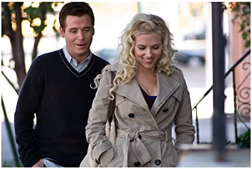 He S Just Not That Into You Anna Scarlett Johansson And Conor Kevin Connolly Walking Down Street 8 X 10 Inch Photo At Amazon S Entertainment Collectibles Store