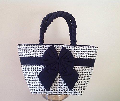 handbag-naraya-small-black-and-white-graphic-print