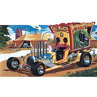Tom Daniel's Circus Wagon 1-24 Revell: Toys & Games