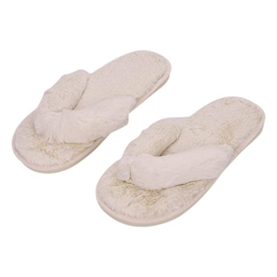 78959e737ce6 Amazon.com  QCHOMEE Women s Fashion Plush Flip-Flops Cozy Memory Foam Spa  Plush Bedroom Slippers Indoor Slide Shoes Thong Slippers Home Fluffy  Comfort Warm ...