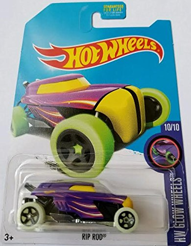 Amazon Com 2017 Hot Wheels Toys R Us Exclusive Hw Glow Wheels 10 10