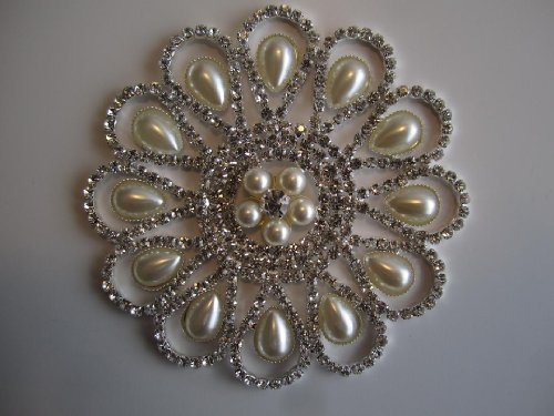 Rhinestone & Faux Pearl Daisy Sew on Applique by Cosmetic Center