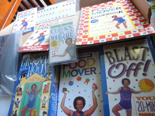 Richard Simmons' Move, Groove and Lose Kit (Weight Loss and Exercise Program) [Includes 1 VHS Video, 1 Audio Cassette, 1 Food Mover Cards] by