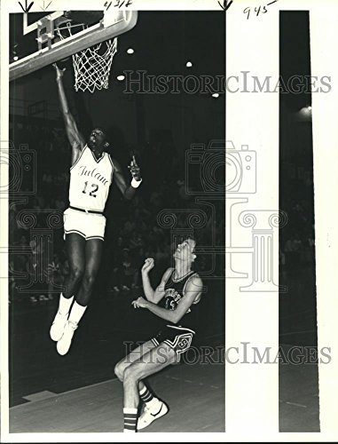(Vintage Photos Historic Images 1980 Press Photo Tulane Basketball Player Craig Harris Makes Basket - nob29405-10.5 x 8 in )