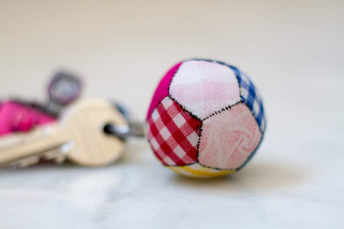 Llavero de Patchwork pelota futbol: Amazon.es: Handmade