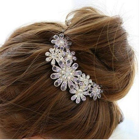 Good Jewelry Decorated with Authentic Korean Popular Hair Accessories Beautiful Diamond Flower Hair Comb Inserted Comb Hairpin Rhinestone Comb Woman Fall Favorite Hair Accessories