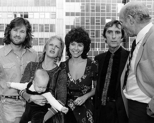 (Escape From New York Featuring Kurt Russell, Lee Van Cleef, Season Hubley, Harry Dean Stanton, Adrienne Barbeau 8x10 Promotional)