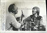 1975 Press Photo Singer John Denver Recording Song With Danny Kaye Los Angeles