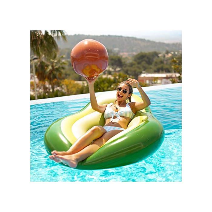 51S36knmJaL DISEÑO: Flotador aguacate gigante diseñado para la piscina y para la playa. Cuenta con una pelota hinchable incorporada al aguacate hinchable que hace referencia al hueso del aguacate. MATERIAL: El flotador aguacate gigante ha sido diseñado con material PVC N6P de máxima calidad que permite una mayor duración para tu flotador hinchable. VÁLVULAS: La colchoneta gigante aguacate para piscina cuenta con una válvula de doble apertura que permite un hinchado más rápido, máximo caudal y de no retorno.