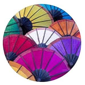alfombrilla de ratón Paraguas de colores en la calle del mercado en Luang Prabang, Laos - ronda - 20cm
