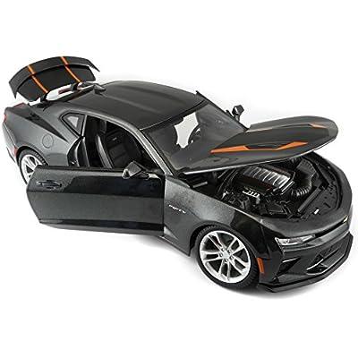 1: 18 2020 50th Anniversary Chevrolet Camaro (Colors May Vary): Maisto: Toys & Games