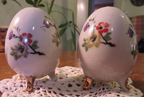 (Vintage Set of Egg Shape Salt & Pepper Shakers by ENESCO IMPORTS JAPAN Gold Trim )