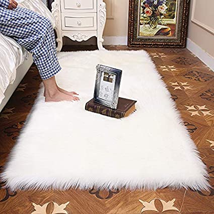 Living Room or Bath HUAHOO Faux Fur Sheepskin Rug Ivory White Kids Carpet Soft Faux Sheepskin Chair Cover Home D/écor Accent for a Kids Room,Childrens Bedroom 4 Round Nursery