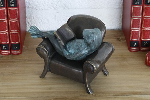 Unbekannt Bronzeskulptur lesender Frosch im Sessel Dekoration f/ür Haus und Garten