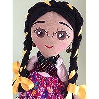 Muñeca de trapo estilo Adelita diseñada, elaborada y pintada a mano.