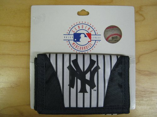 (MLB New York Yankees Chamber Wallet)