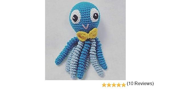 Pulpo amigurumi para recién nacido en color azul con pajarita amarilla. Pulpo de ganchillo - crochet para bebé.