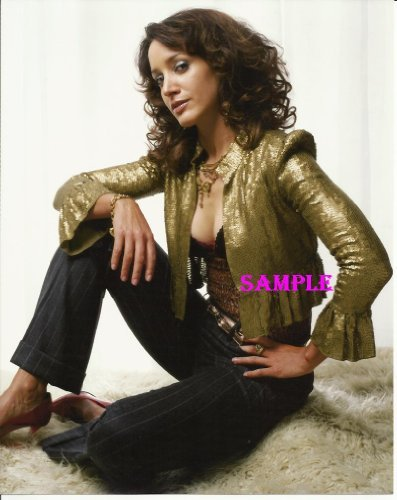 The L Word Jennifer Beals Sexy Pose Gold Lame Jacket 8x10 Photo LWORD1004