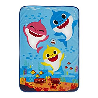 Baby Shark BSH129 Musical Warm, Plush, Throw Blanket That Plays The Baby Shark Theme Song - Extra Cozy and Comfy for Your Toddler, Multicolor