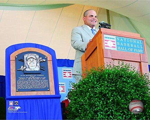 16x20 Hall Of Fame Photo - Ivan Rodriguez 2017 MLB Baseball Hall of Fame Posed Photo (Size: 16