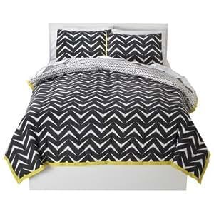 geo reversible comforter set twin xl black and white zig zag print home kitchen. Black Bedroom Furniture Sets. Home Design Ideas