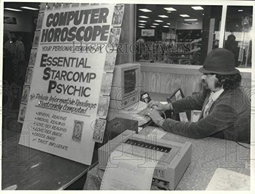(1986 Press Photo Chris Starr, Computer Reader at Marketplace Mall Psychic Fair)