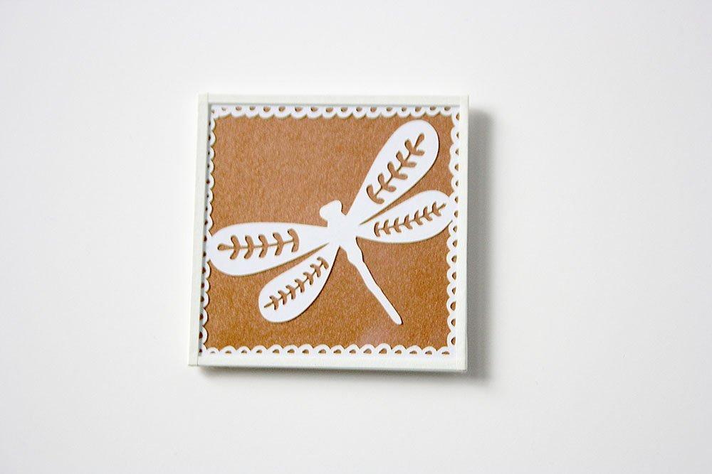 Quadratischer Magnet mit Paper Cut Libelle