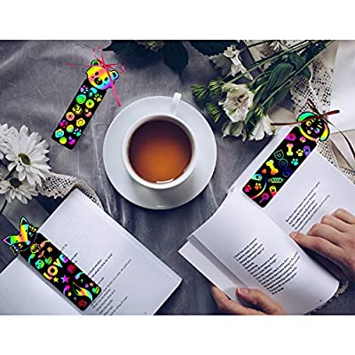 Blulu 100 Pieces Animal Scratch Bookmarks Paper Scratch Rainbow Bookmarks DIY Bookmark Crafts with 100 Pieces Colorful Ropes and 20 Pieces Wood Stylus for DIY Crafts Supplies: Toys & Games