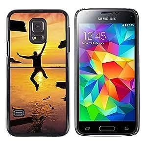 iKiki Tech / Estuche rígido - Sunset Man Freedom Summer Sea Crash - Samsung Galaxy S5 Mini, SM-G800, NOT S5 REGULAR!