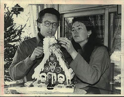1987 Press Photo Michael & Wendy London Prepare Gingerbread House in New York