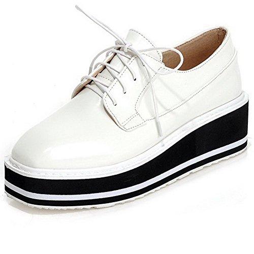 AllhqFashion Damen Rein Lackleder Mittler Absatz Schnüren Quadratisch Zehe Pumps Schuhe Weiß