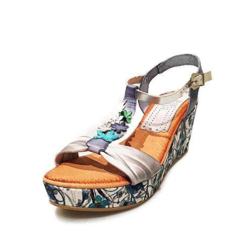 Sandalia piel celeste. Flores empeine. Talla 37
